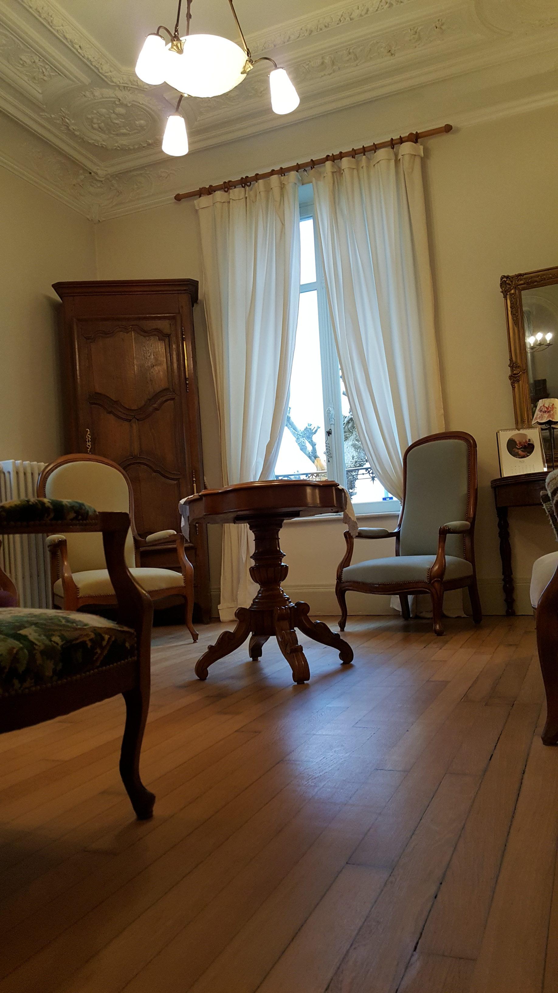 maison bourgeoise saint max salon kara spencer. Black Bedroom Furniture Sets. Home Design Ideas